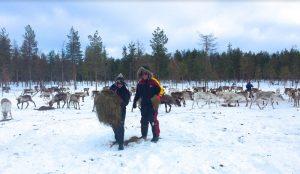epi-and-janice-feed-reindeer