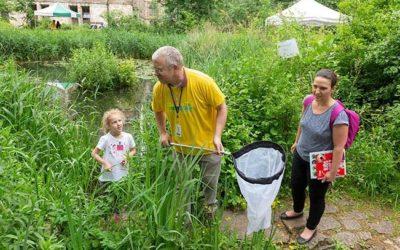 Crowdsourcing Citizen Scientists to Feed Scientific Developments